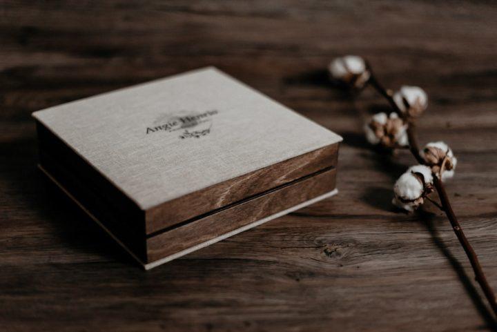 album souvenir élégant en lin et bois photographe baud morbihan